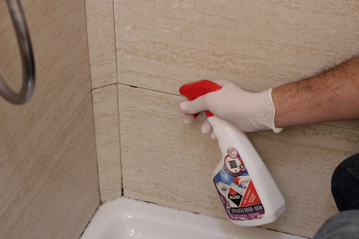 RO-84 Bath & Shower Silicone Cleaner